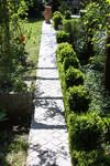 Spacer po ogrodzie: kamienne alejki