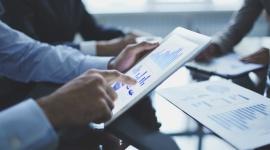NFG przelał 100 milionów złotych na konta małych firm BIZNES, Finanse - NFG przekazał najmniejszym polskim firmom już w sumie ponad 100 milionów złotych. Na tę kwotę sfinansowanych zostało ponad 22 tysiące faktur z odroczonym terminem płatności.